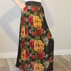 Dresses & Skirts - Gorgeous Floral Accordion Maxi Skirt